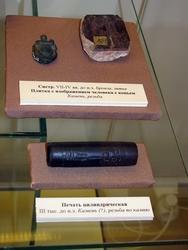 Систр /Плитка с изображением человека с копьем /IIIтыс до н.э. (камень?)