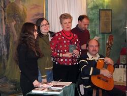 Ю.Сандлер, Н.Ахунова, С.Грунис, Д.Ахмадуллин, с гитарой В.Гаранин