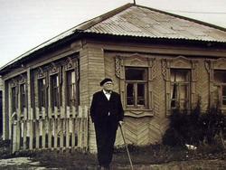 Баки  Идрисович Урманче возле дома (scan.)