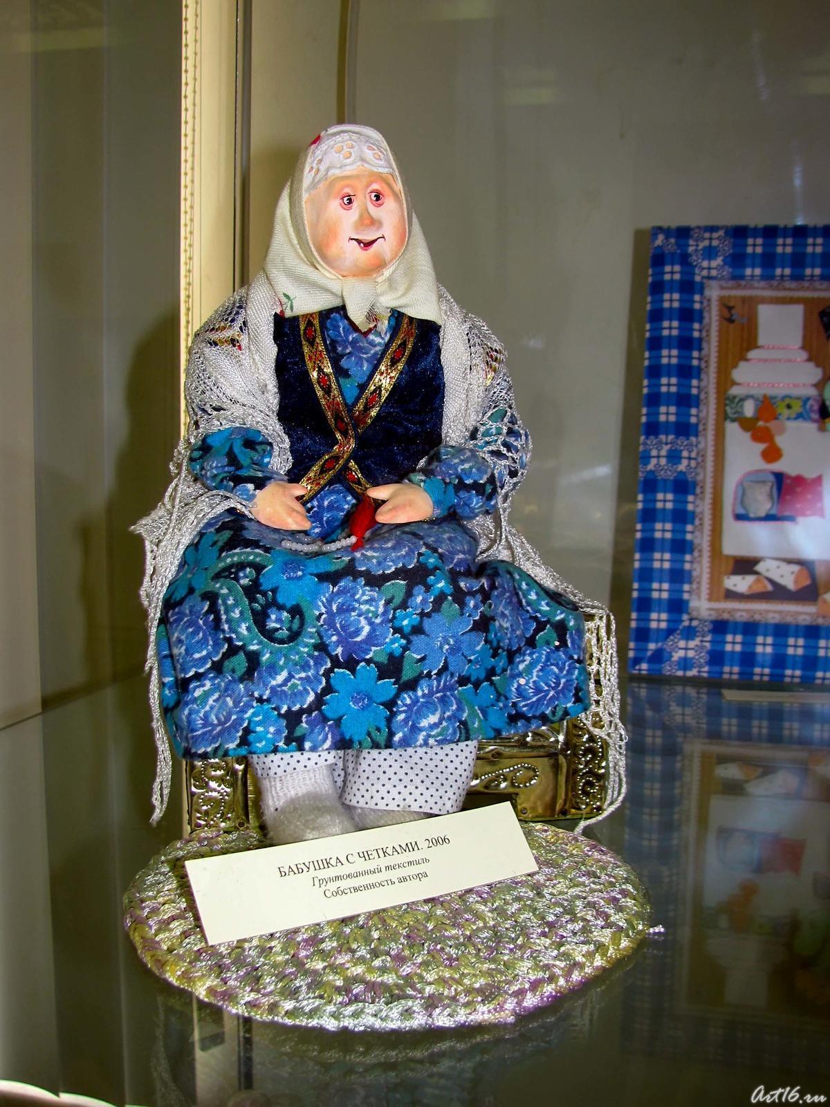Фото №54364. Бабушка с четками. 2006