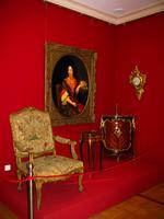 Кресло / Настенные часы-картель /Столик /Угловой шкафчик / Портрет придворной дамы