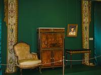 Кресло /Секретер с откидной доской /Стол /Два парных вертикальных бордюра от портьеры