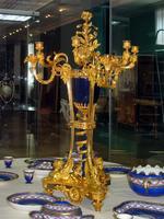 Канделябр-треножник с вазой синего фарфора