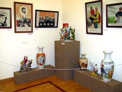 Фрагмент выставки «Мистерия Мао. Фарфор. Китай. Культурная революция»