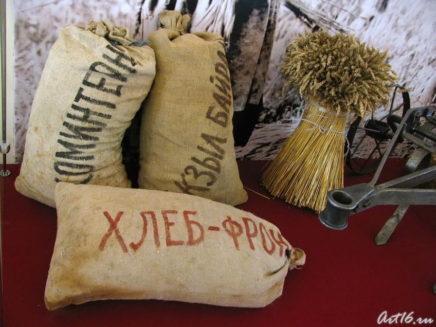 Хлеб фронту!::Татарстан-тыловая база фронта.