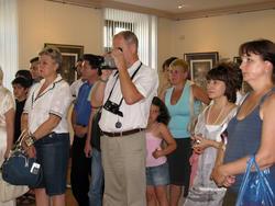 На  открытии выставки графики Гурама Доленджашвили