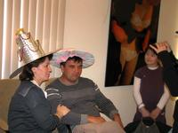 Не осталось человека, не примерившего шляпку в ''«Ателье на Монмартре»