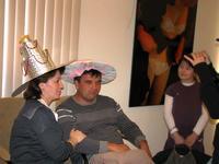 Не осталось человека, не примерившего шляпку в