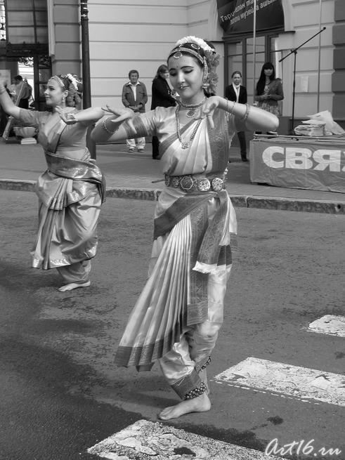 Индийский танец::День Республики Татарстан и День города