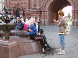Портрет на фоне фонтана