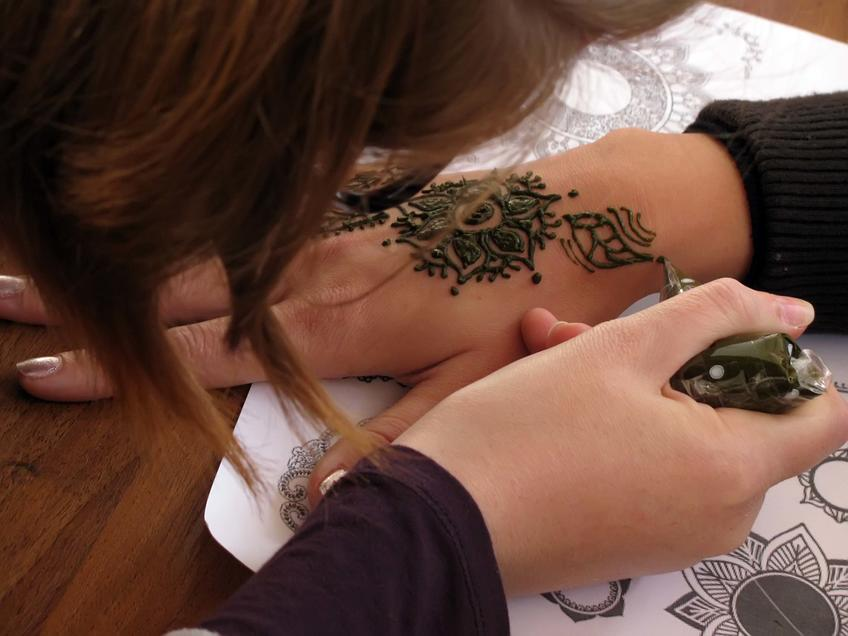 Фото №59772. Мастер-класс «Рисунки хной. Искусство мэхенди»
