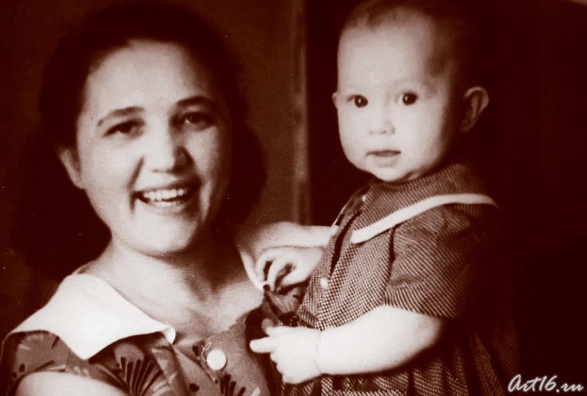 Шаида Максудова (Ахунова) с дочерью Наилей::Гариф Ахунов (1925-2000)