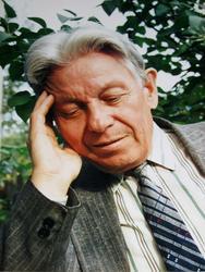 Гариф Ахунов в саду