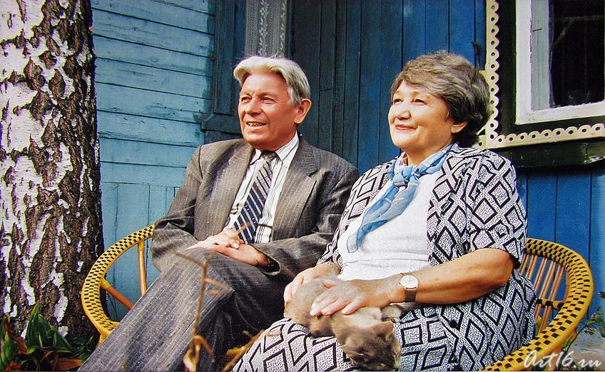 Фото №59885. Гариф Ахунов с женой в саду