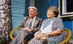 Гариф Ахунов с женой в саду