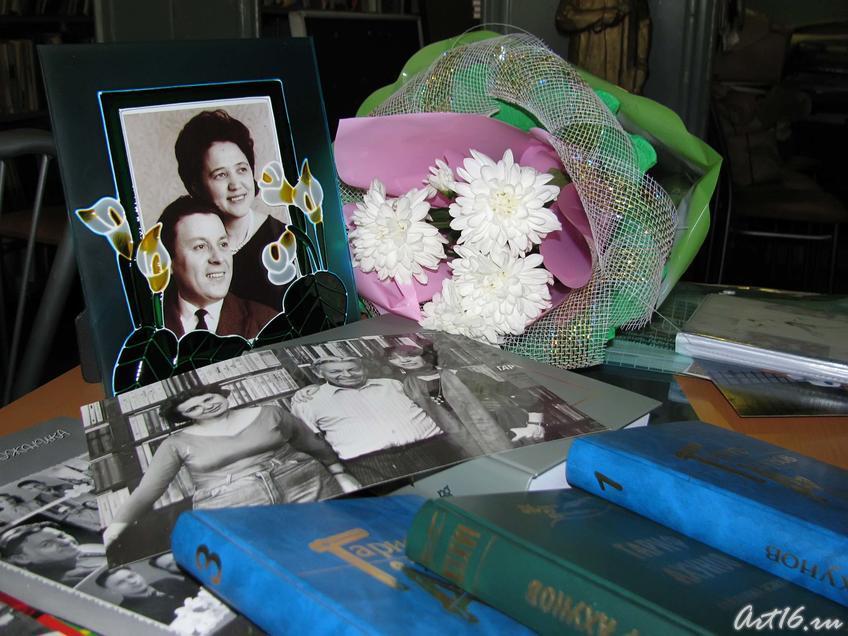 Фото №59921. Фрагмент выставки, посвященной гарифу Ахунову