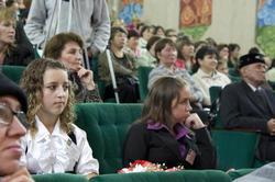 На переднем ряду - лауреаты литературной премии им. Г. Ахунова