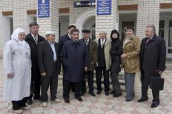 Писатели и журналисты РТ возле Арской детской школы искусств