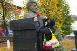 Наиля Ахунова. Возложение цветов