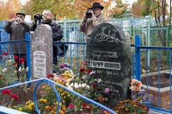 Надгробия Шаиде Максудовой (Ахуновой), Гарифу Ахунову