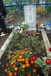 Могила с надгробием Ахуновой Гайше, сестре писателя
