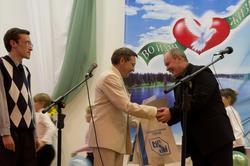 Вручение благодарности члену жюри в номинации ''Музыка'' Ломакину Александру Николаевичу