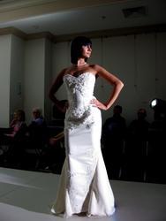 Дефиле в свадебных платьях