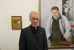 Зуфар Гимаев у портрета