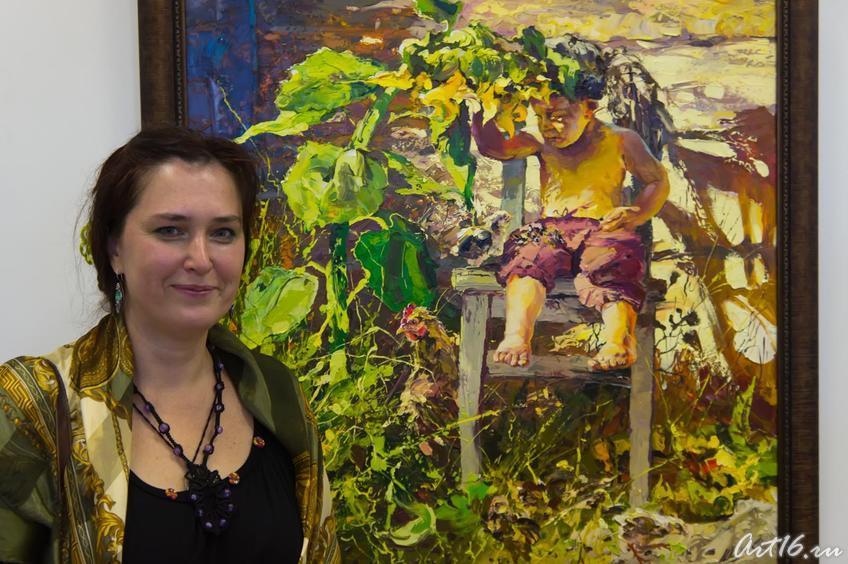 Е.Сунгатова у картины А.Шадрина::Выставка победителей международного конкурса современного искусства