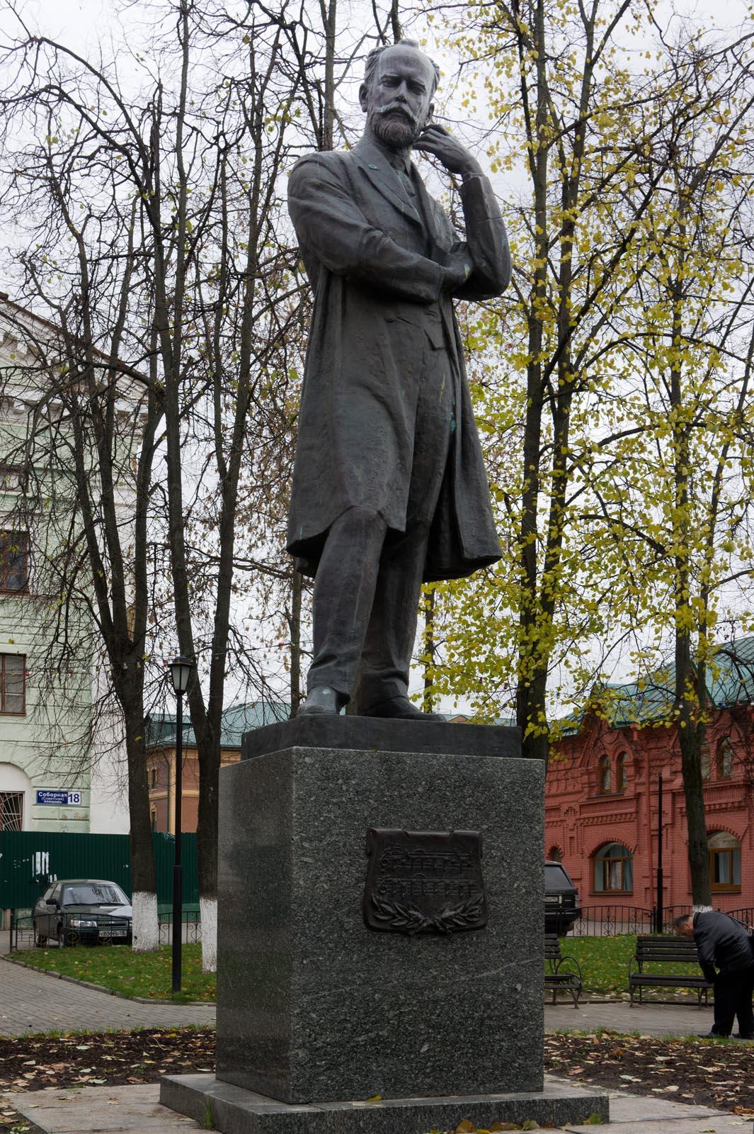 Фотографии памятники чайковскому
