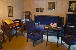 Флигель, который когда-то служил домиком для почетных гостей музея, а теперь здесь находится выставка, посвященная С.И.Танееву