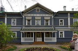 Дом -музей П.И.Чайковского Парадное крыльцо.