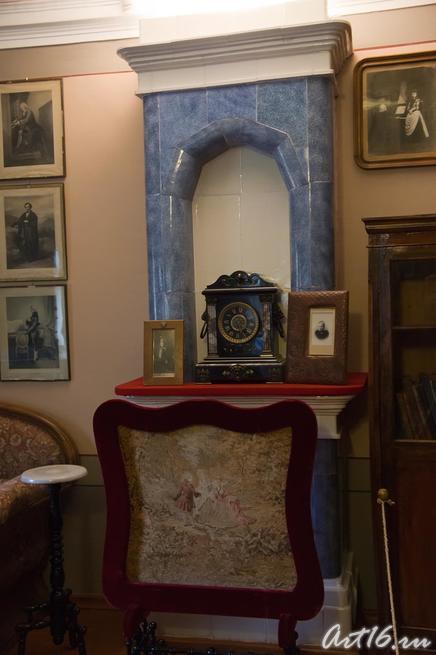Камин в Доме-музее П.И.Чайковского (фрагмент кабинета-гостинной)::г.Клин, дом-музей П.И.Чайковского