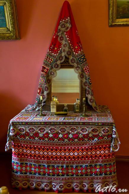 Туалетный столик в спальне П.И. Чайковского::г.Клин, дом-музей П.И.Чайковского
