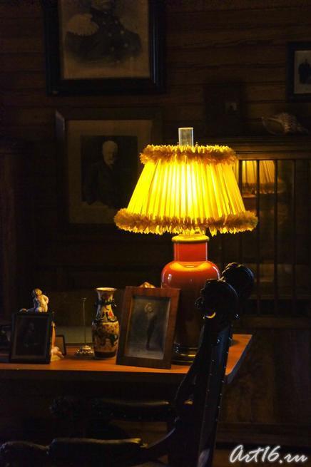 Настольная лампа в кабинете Модеста Ильича Чайковского::г.Клин, дом-музей П.И.Чайковского