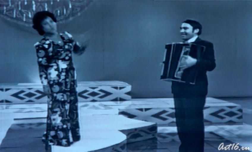 Альфия Авзалова. Сцена. Кадр из фильма «Моң патшабикәсе»::Альфия Авзалова, фото к статье