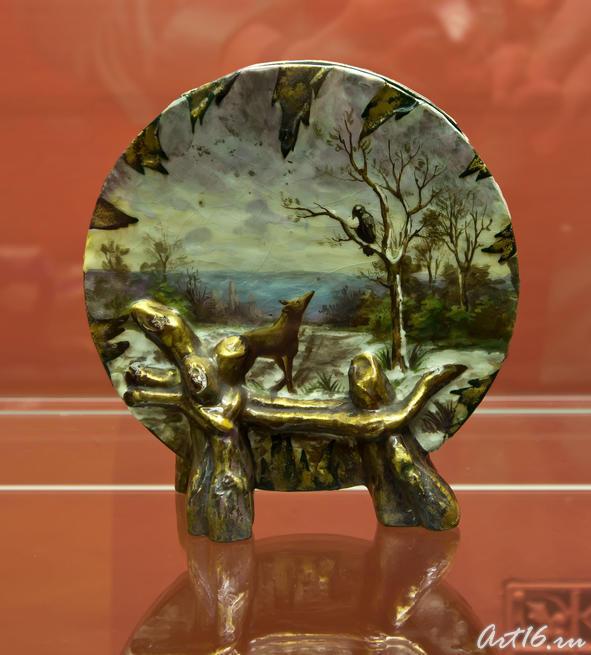 «Ворон и лисица» ваза в форме диска, 1870-е. Эмиль Галле   (1864-1904) Сен Клемен::Фаянс Галле и школа Нанси