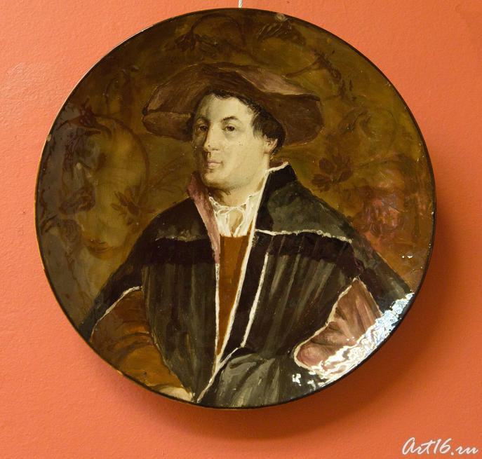 Блюдо с портретом молодого человека, 1877-1884. Эмиль Галле (1846-1904) Нанси::Фаянс Галле и школа Нанси