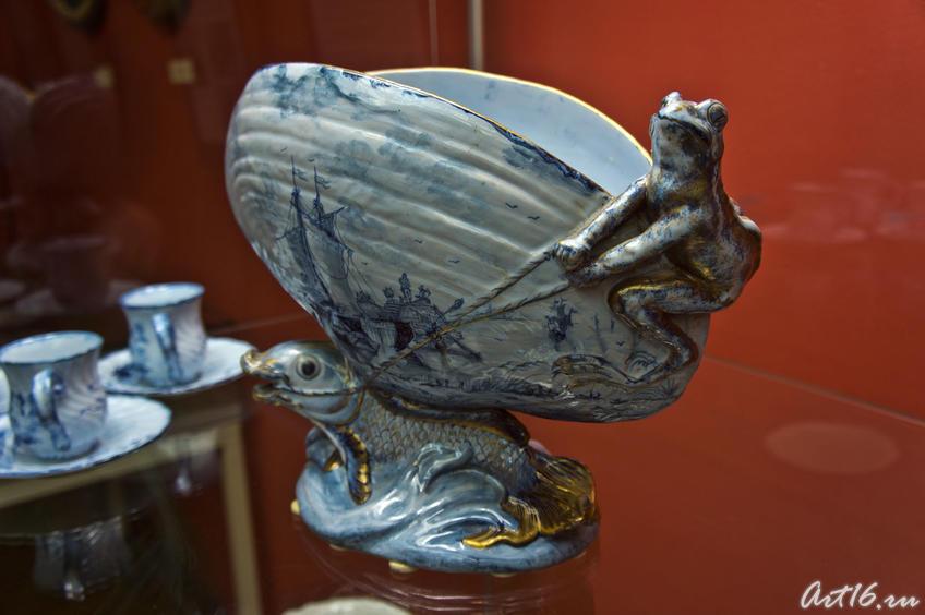 Ваза в форме раковины с лягушкой и рыбами, 1870-е. Эмиль Галле (1846-1904) Сен Клеман::Фаянс Галле и школа Нанси