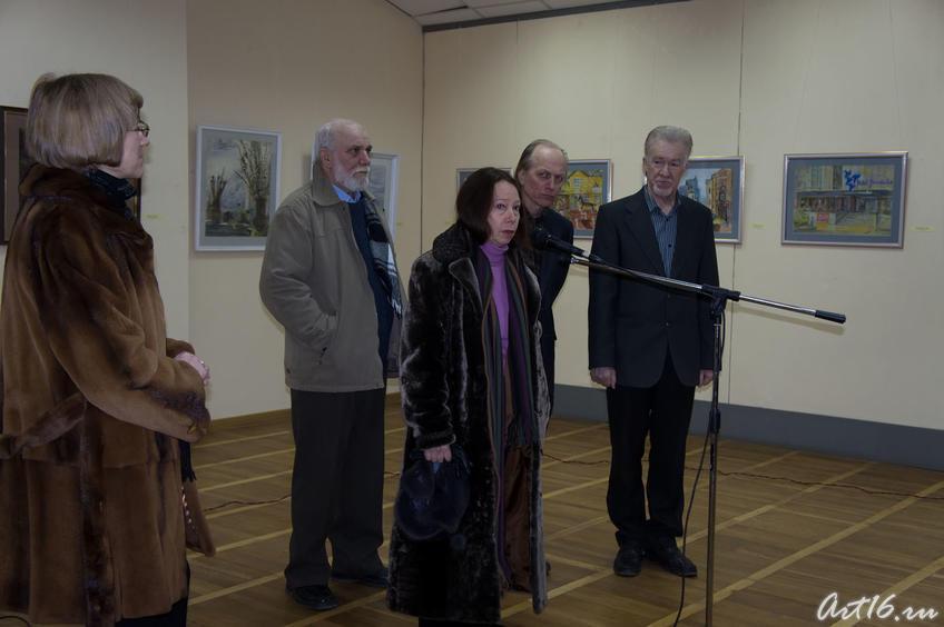 Фото №67221. О.Г.Вербина у микрофона. Открытие выставки «Новая графика 2010»