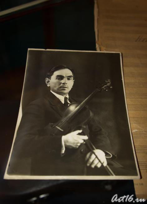 М. Яушев  — скрипач оркестра Татарского Государственного Академического театра. 1936
