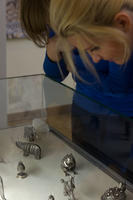 У витрины с сувенирами из серебра. На выставке «Серебряное Рождество», 2010/11г.