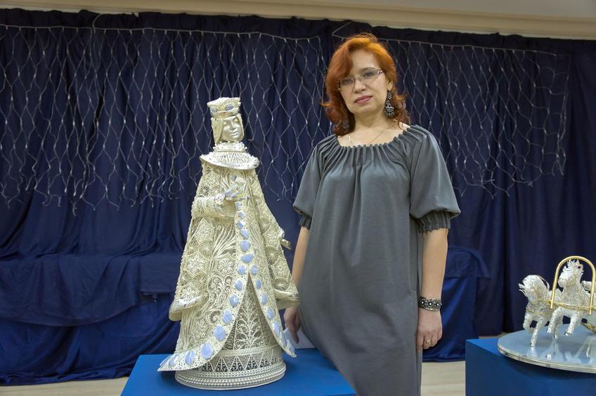 Медведева Таьяна Рафаиловна, ведущий художник завода «Красносельский Ювелирпром» и ʺСнегурочкаʺ::«Серебряное Рождество»