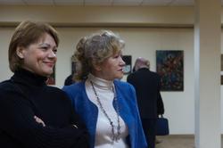 Справа: Голубцова Татьяна на выставке «Ностальгия о вечном»