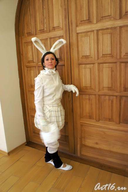 Кролик встречает гостей музея. 2010::Летопись Нового года