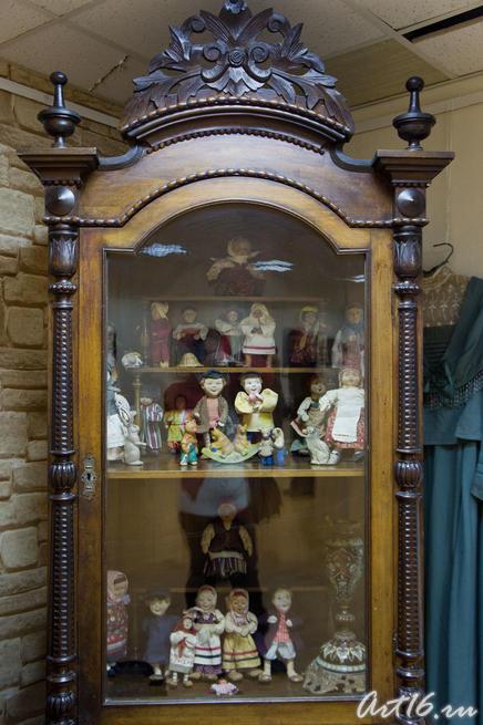 Шкаф с тряпичными куклами