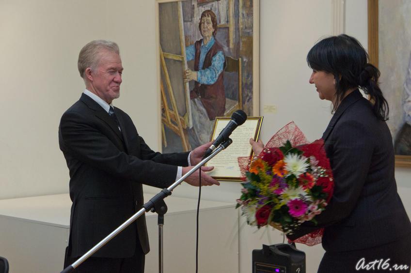 Фото №69087. З. Гимаев, И. Аюпова. Поздравление юбиляра (2011)