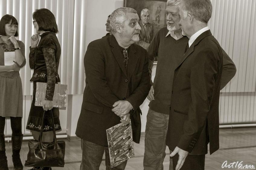 Фото №69157. Зуфар Гимаев в кругу друзей. Открытие выставки (январь 2011)