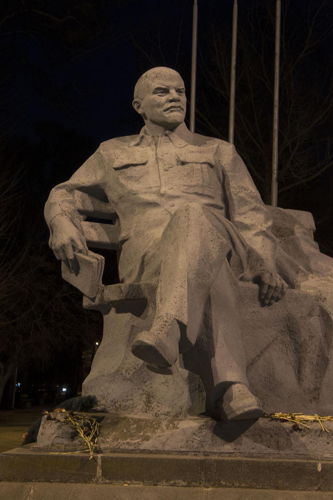 Фото №70031. Памятник В.И.Ленину возле вокзала