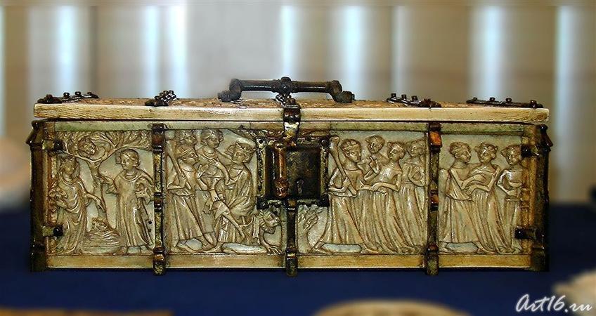 Фото №7024. Ларец с изображением сцен из рыцарских романов